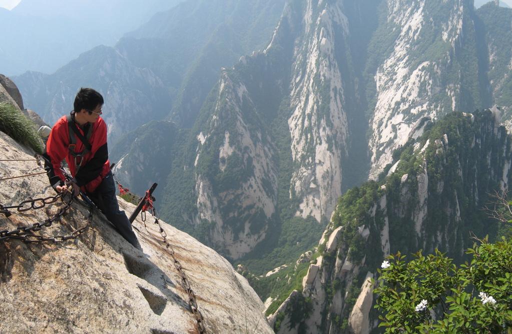 Mt. Huashan Cliffside Plank Path, zdroj: worldofasp.net