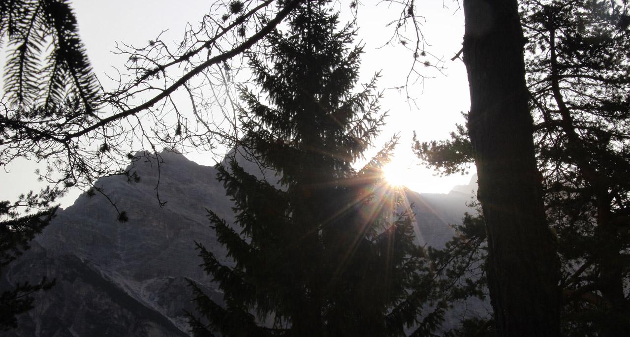 ýchod slnka nad Punta Nera v kempe Dolomiti