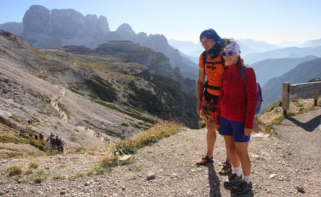 Parkovisko pri Rifugio Auronzo, slovenské handmade sandále Labky, Tre Cime, Dolomity