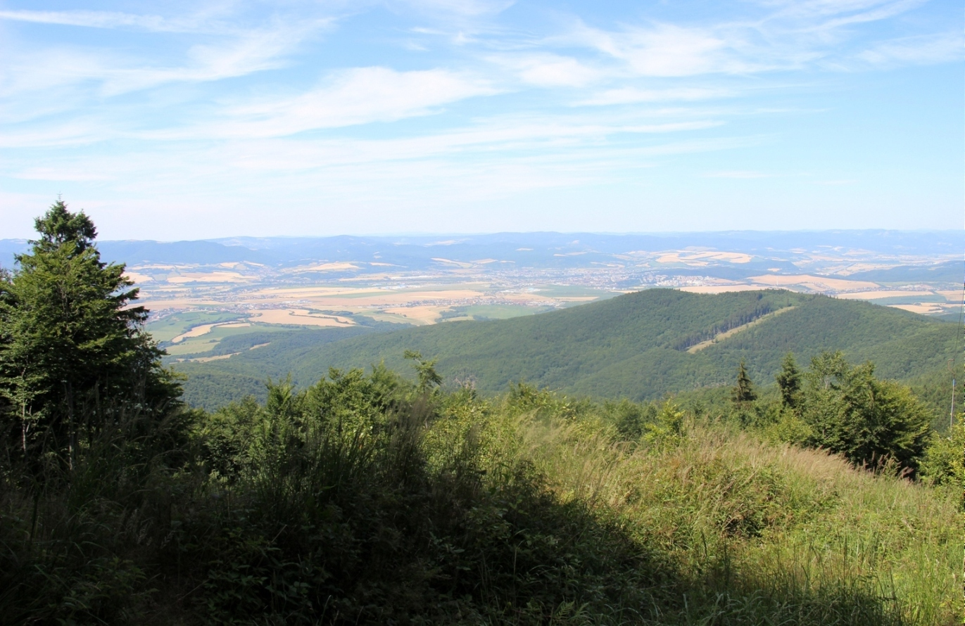 Považský Inovec a Výhľad z Palúcha - vrcholu cca kilometer od Inovca na hrebeni - júl