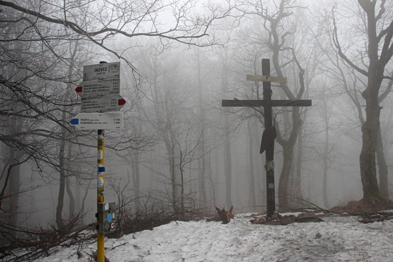 """Na vrchole počas Inoveckého """"maratónu"""" koncom marca - prvý výstup z Dubodielu ešte za hmly"""