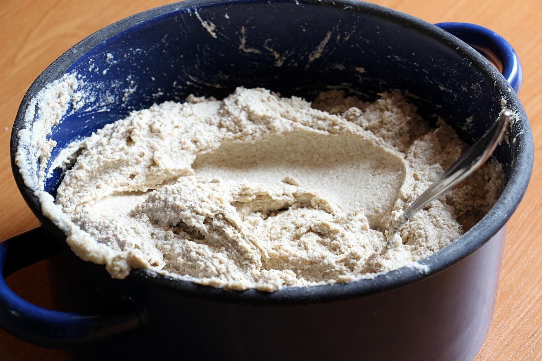 Haluškové cesto z pohánkovej múky a rozmixovaných surových zemiakov