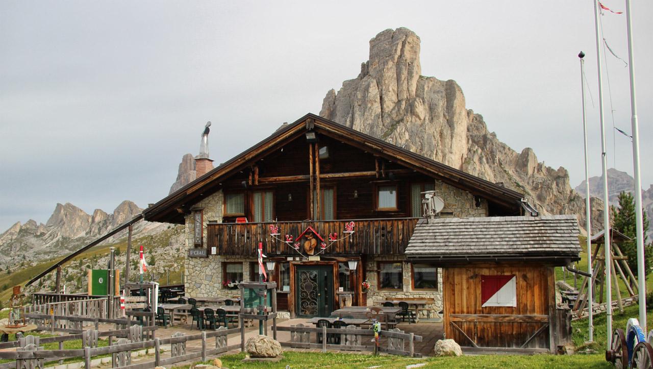 Hotel Passo di Giau, La Gusela, Dolomity