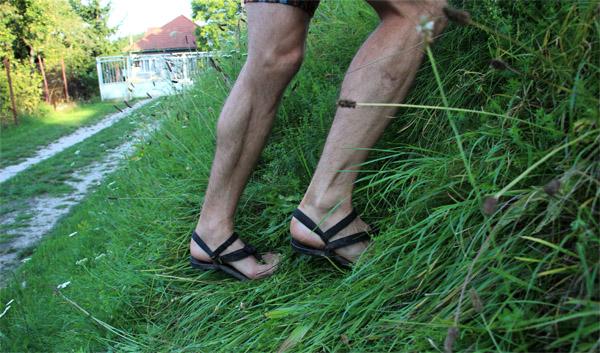 V Luna sandáloch do kopca