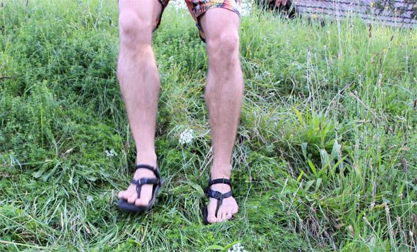V Luna sandáloch z kopca