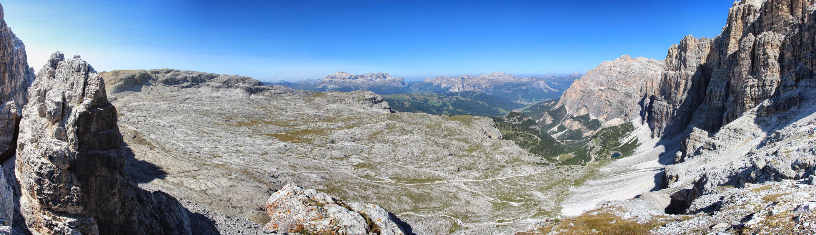 Panoráma planiny medzi Lagazuoi a Le de Lagacio, Dolomity