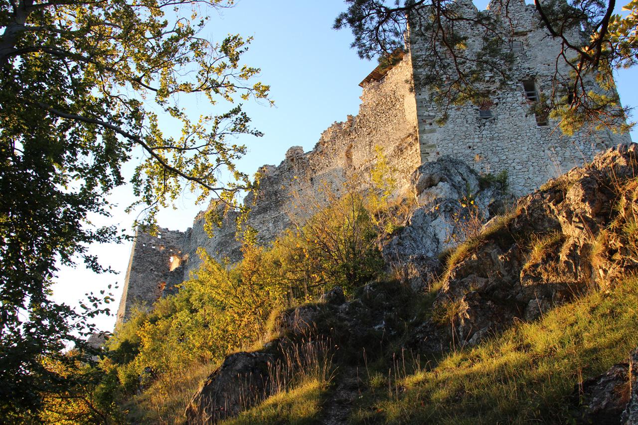 Uhrovský hrad počas zlatej hodinky