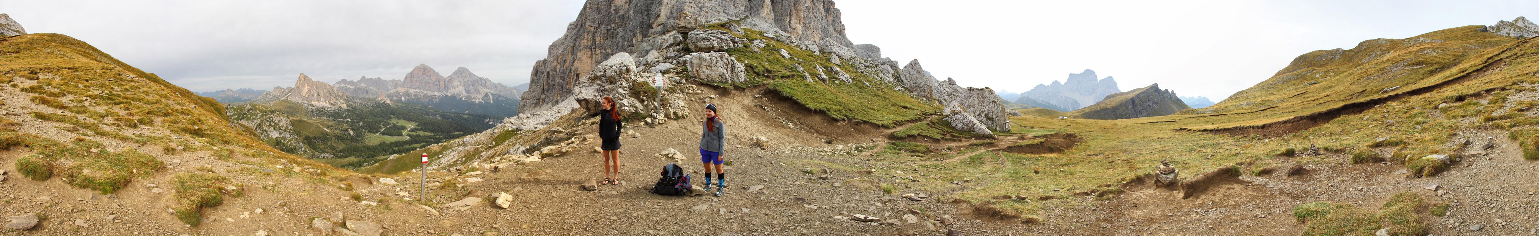 Panoráma z Forcella di Giau, Dolomity - La Gusela, Tofane, Monte Mondeval, Monte Pelmo