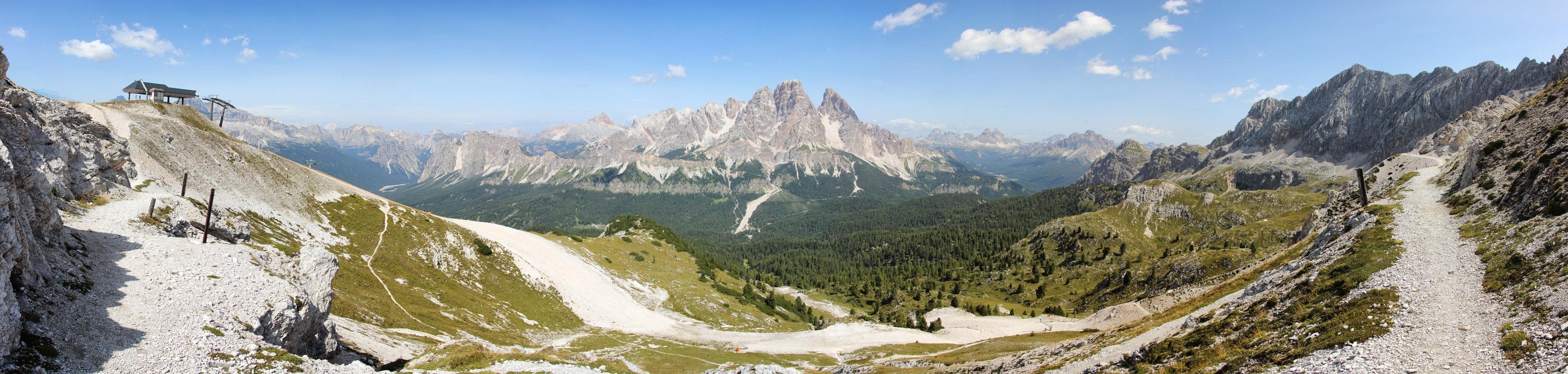Panoráma Monte Cristallo z Tondi di Faloria, v pozadí Tre Cime