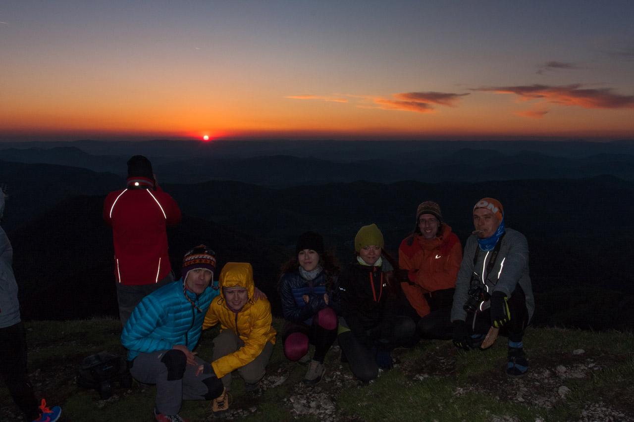 celá grupa pri západe slnka