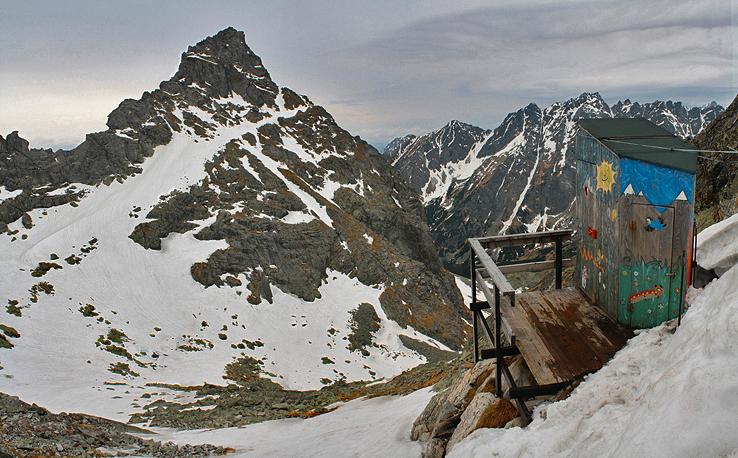 Latrína pod Rysmi (2268 m.n.m), Vysoké Tatry - Slovensko, zdroj: hiking.sk, fotil: Ladislav Blaho