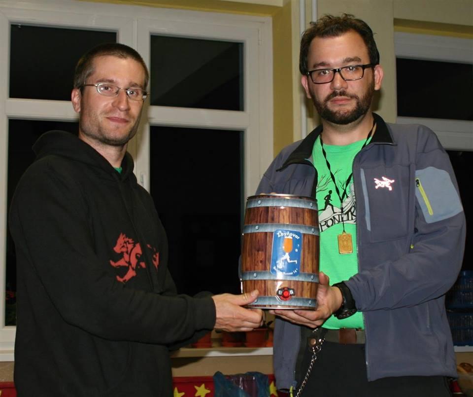 Javornícka stovka 2015: Hlav.orga Rado (vľavo) a Orga s domácim pivkom od Bajtekovcov