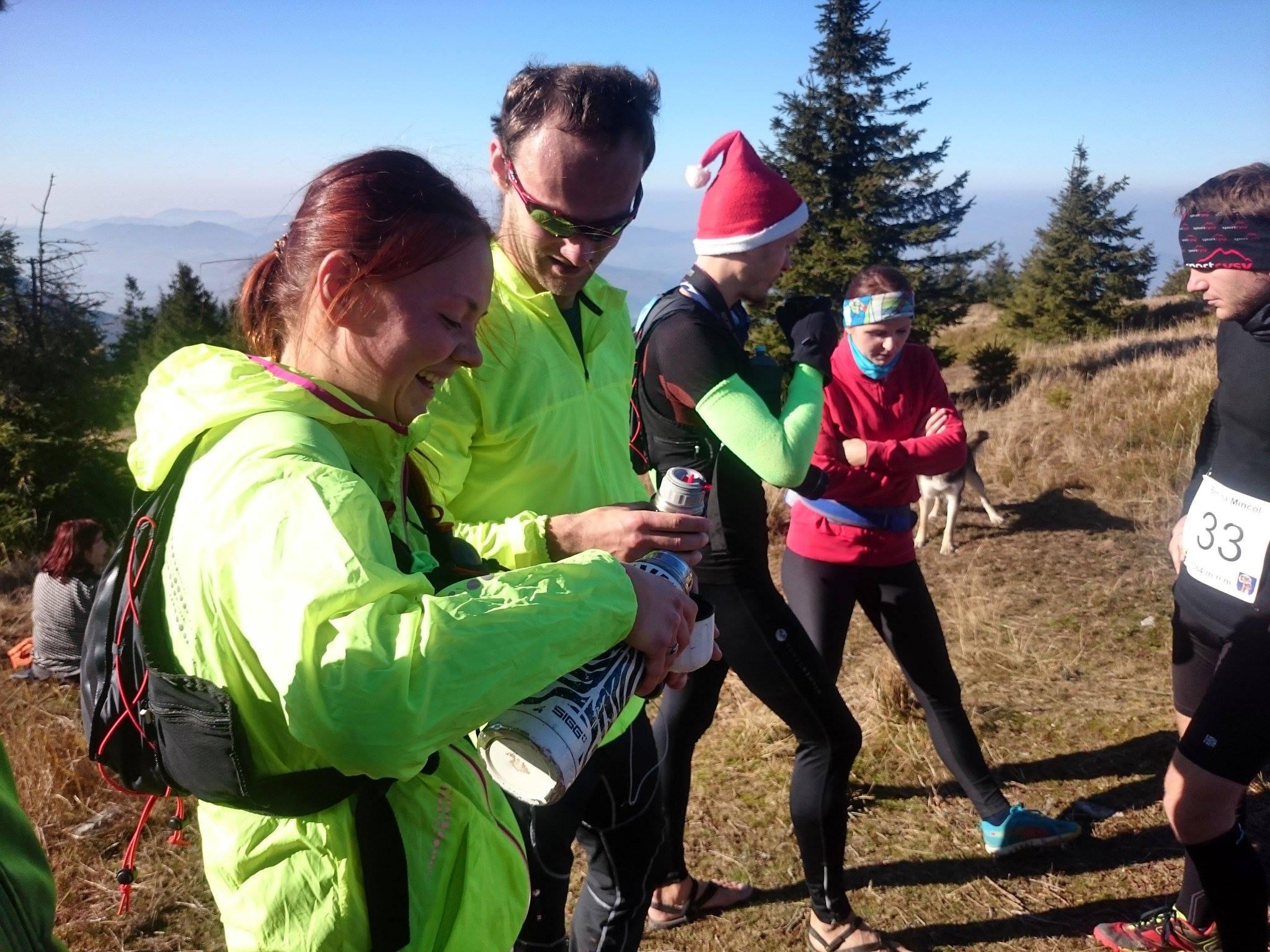 Beh na Minčol 2015 - Bežci na vrchole popíjajú čaj