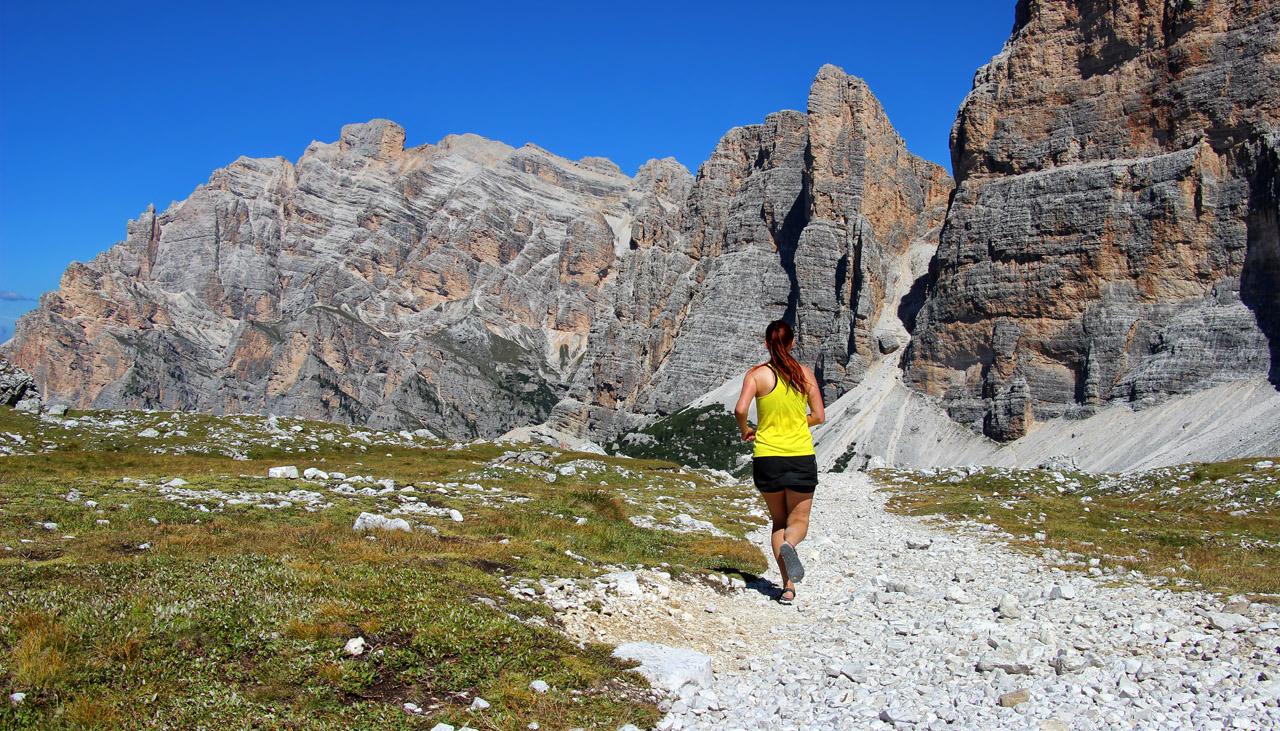 Kúsok nad Le de Lagacio, v pozadí Cima Scotoni, Dolomity