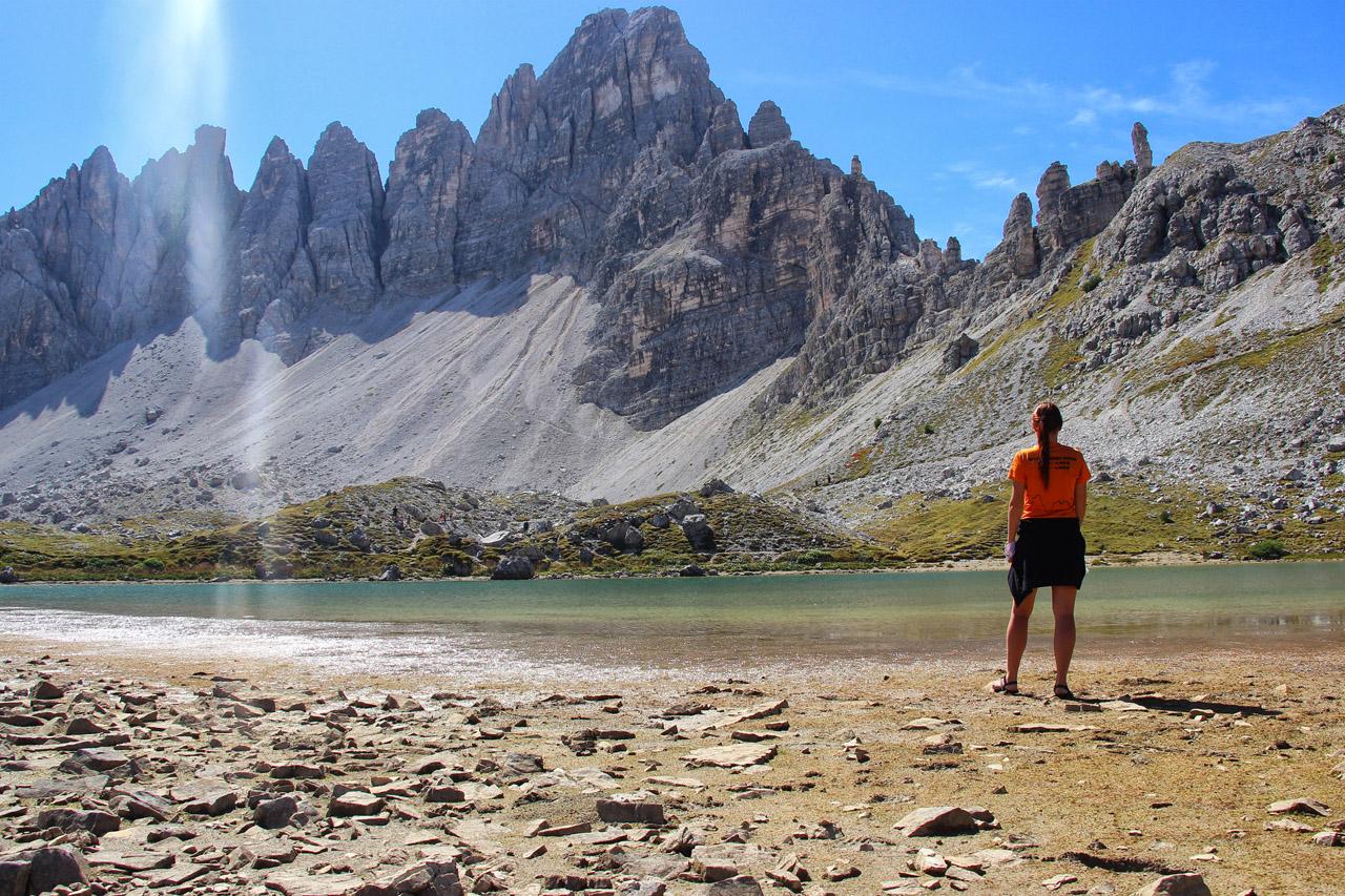 Pohľad od hladiny Lago dei Piani na Monte Paterno, Dolomity