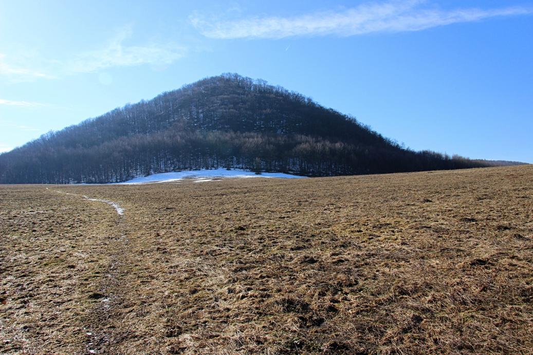 Strážovské vrchy a cez lúku ku Čiernachovu