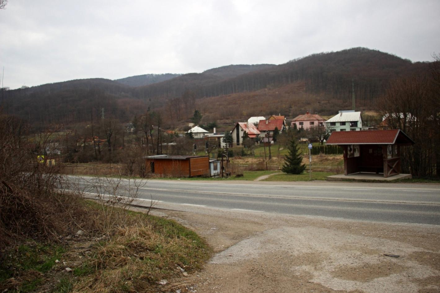 Spojmi najdostupnejší nástup na Inovec je z obce Mníchova Lehota