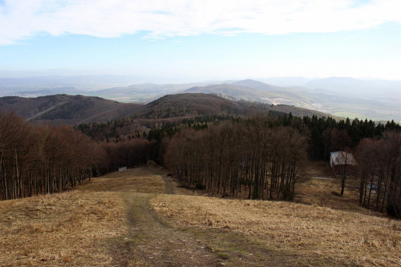 Považský Inovec a jeho okolie a Na zjazdovke v apríli, po snehu už ani stopy
