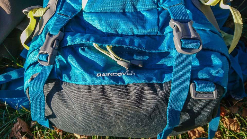 Ferrino Finisterre 40 Lady - turistický batoh Dva popruhy na spodnej časti ruksaku