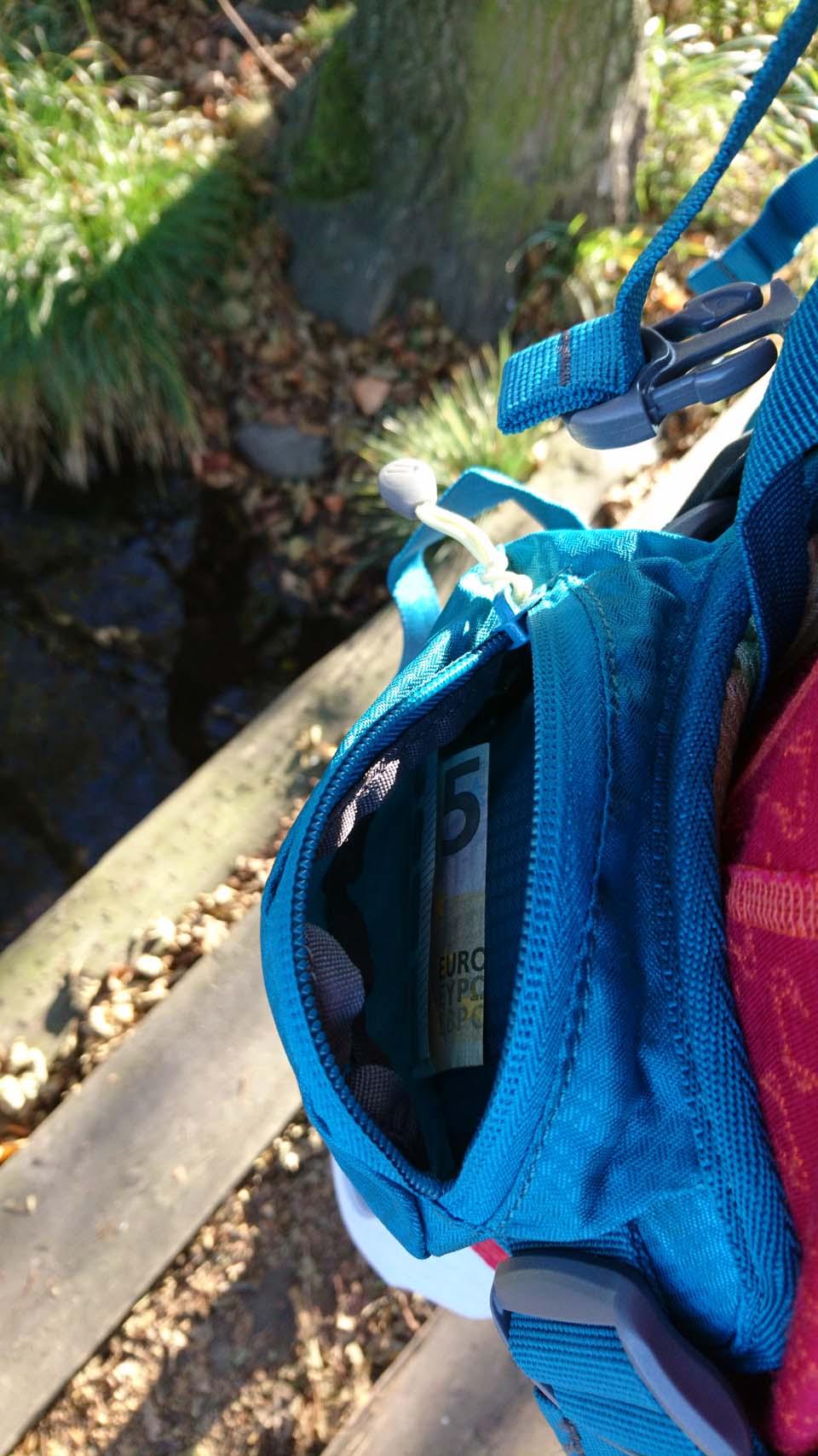 Vrecko na bedrovom popruhu Ferrino Finisterre 40 Lady - turistický batoh