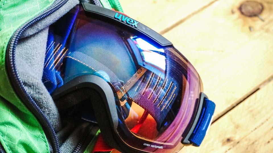 Skialpinistický ruksak Pinguin Ace 27 má špeciálne vrecko na okuliare, ktoré z mäkkého fleesu
