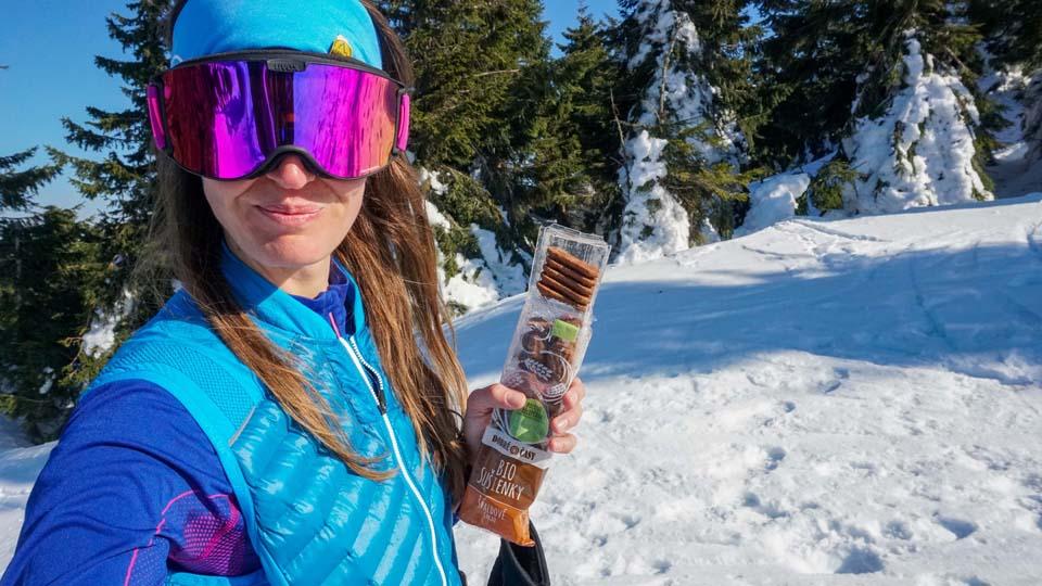 Keď idete na skialpy a potrebujete dobiť energiu, skvelou voľbou sú špaldové sušienky Dobré časy