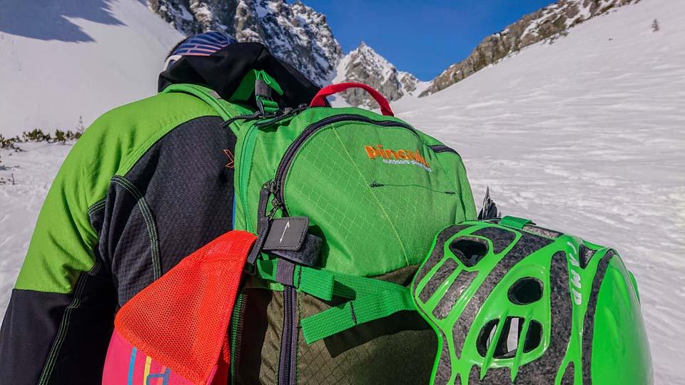 Skialpinistický ruksak Pinguin Ace 27 na skialpovačke vo Vysokých Tatrách