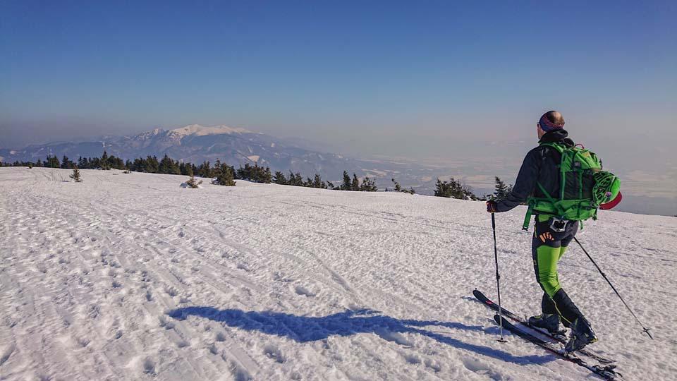 Skialpinistický ruksak Pinguin Ace 27 nám poslúžil na hrebeňovke Lúčanskej Malej Fatry s krásnymi výhľadmi na Malý Fatranský Kriváň