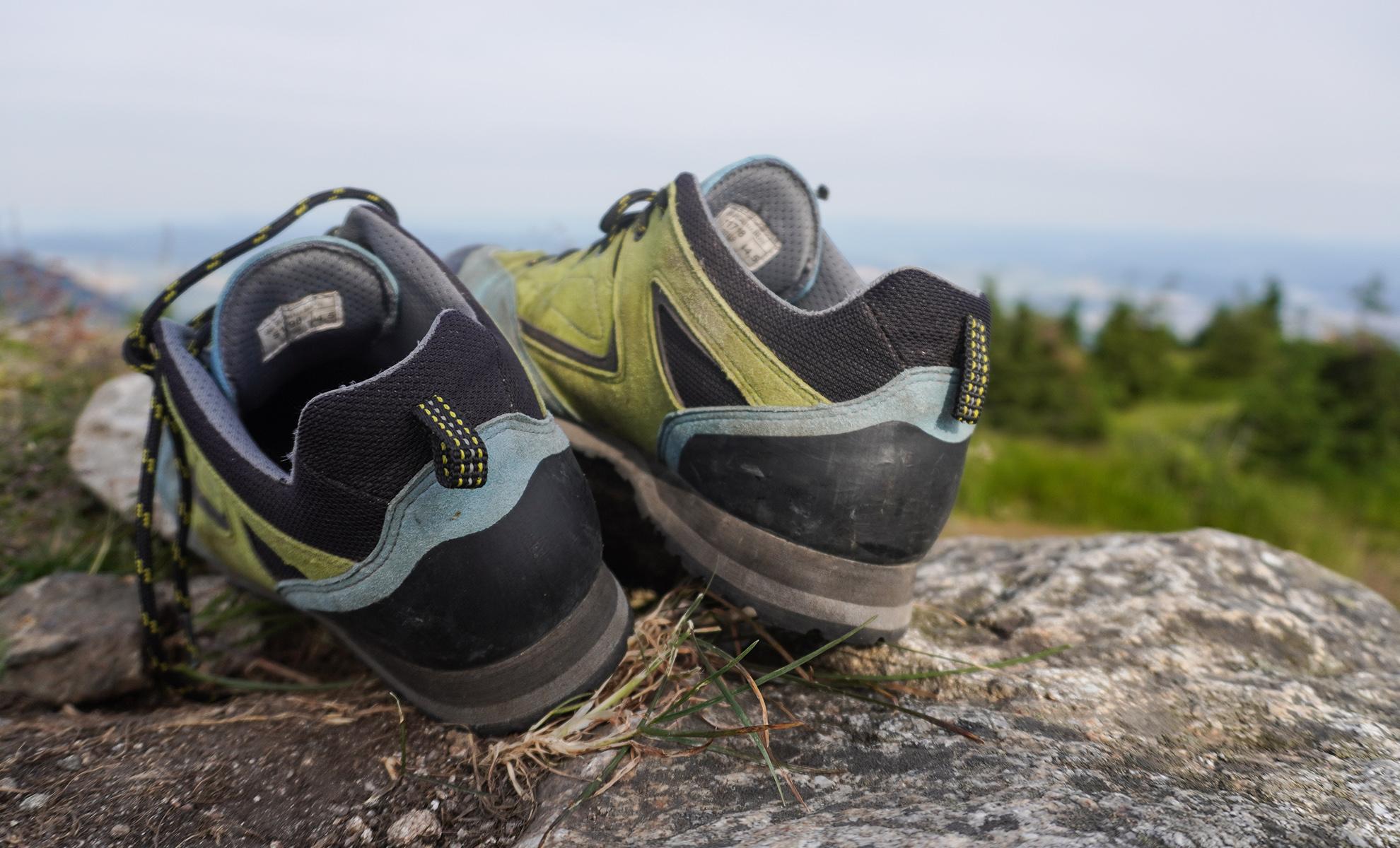 Bosp Grifit trekingové topánky majú výraznu okopovú gumu aj na zadnej časti topánky | recenzia