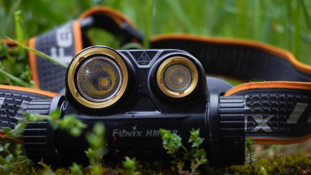 FENIX HM65R so svojími dvomi reflektormi, outdoor recenzia