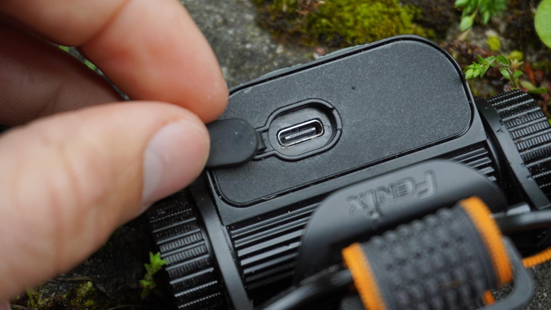 FENIX HM65R a USB- C vstup pre nabíjanie akumulátora, outdoor recenzia