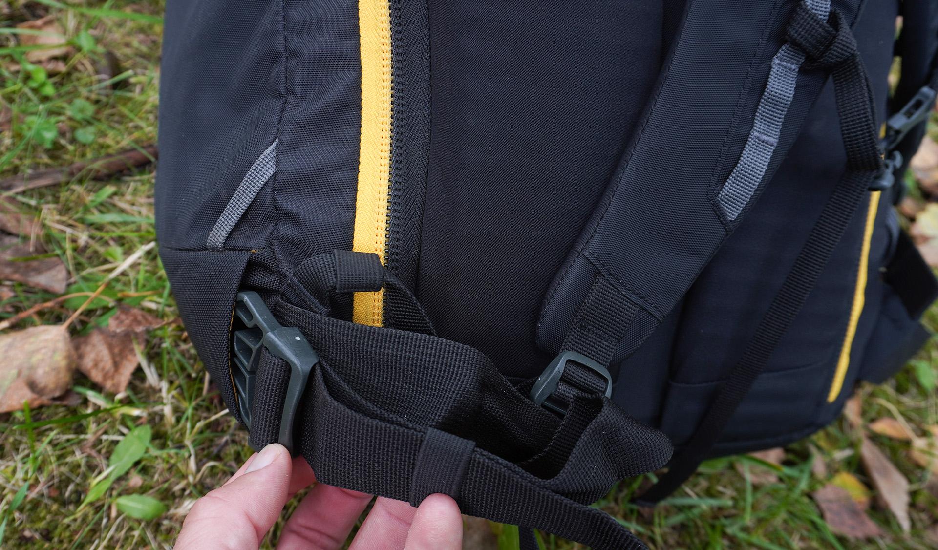 Bedrový popruh z ruksaku Rocking 40 si vieme schovať do nenápadných otvorov pri páse.