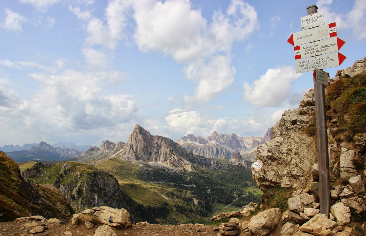 Forcella Giau, v pozadí La Gusela, Dolomity
