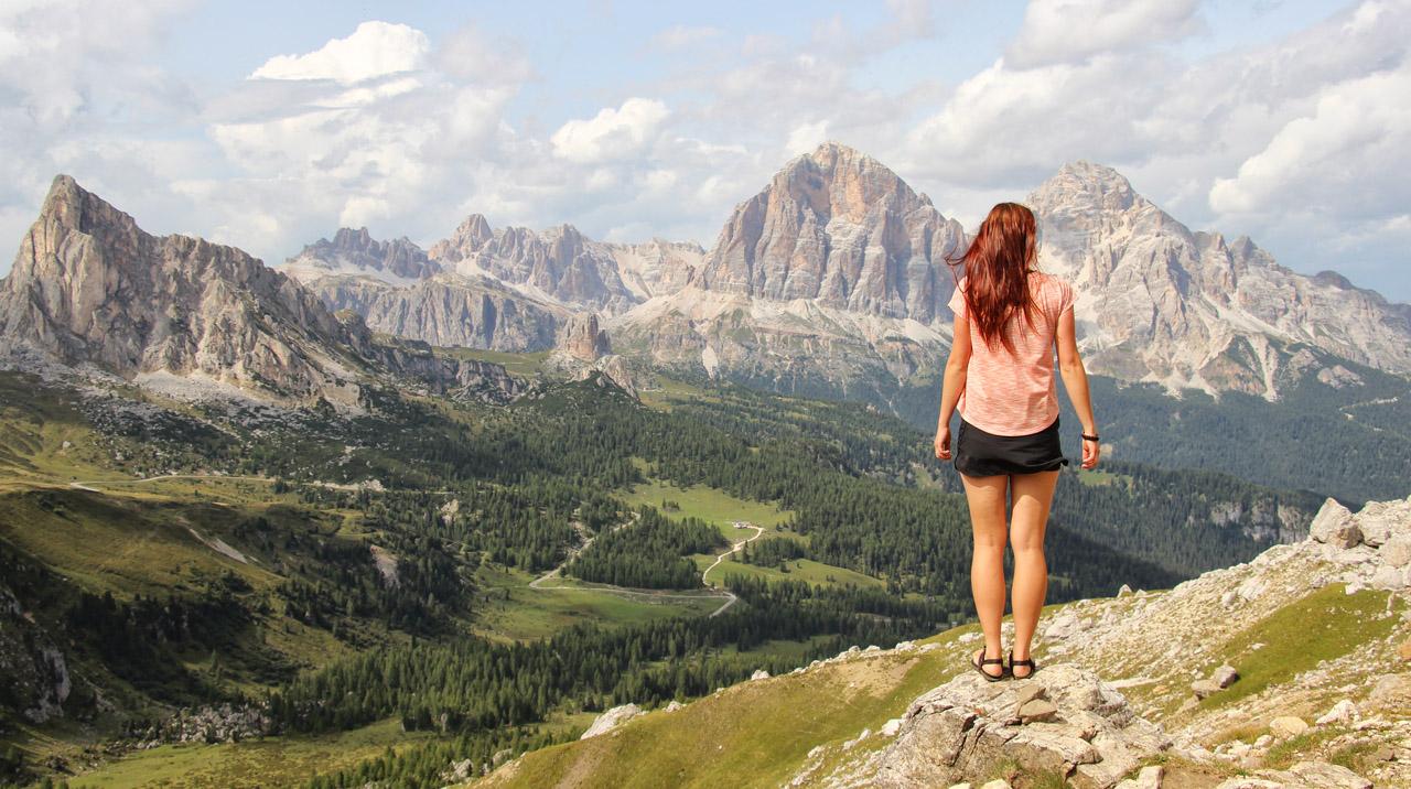 Forcella Giau, v pozadí La Gusela a Tofane, Dolomity