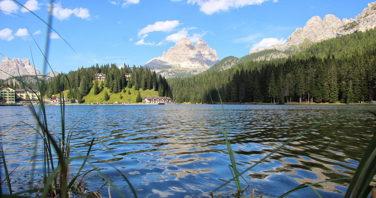Pohľad na Tre Cime od hladiny Lago di Misurina, Dolomity