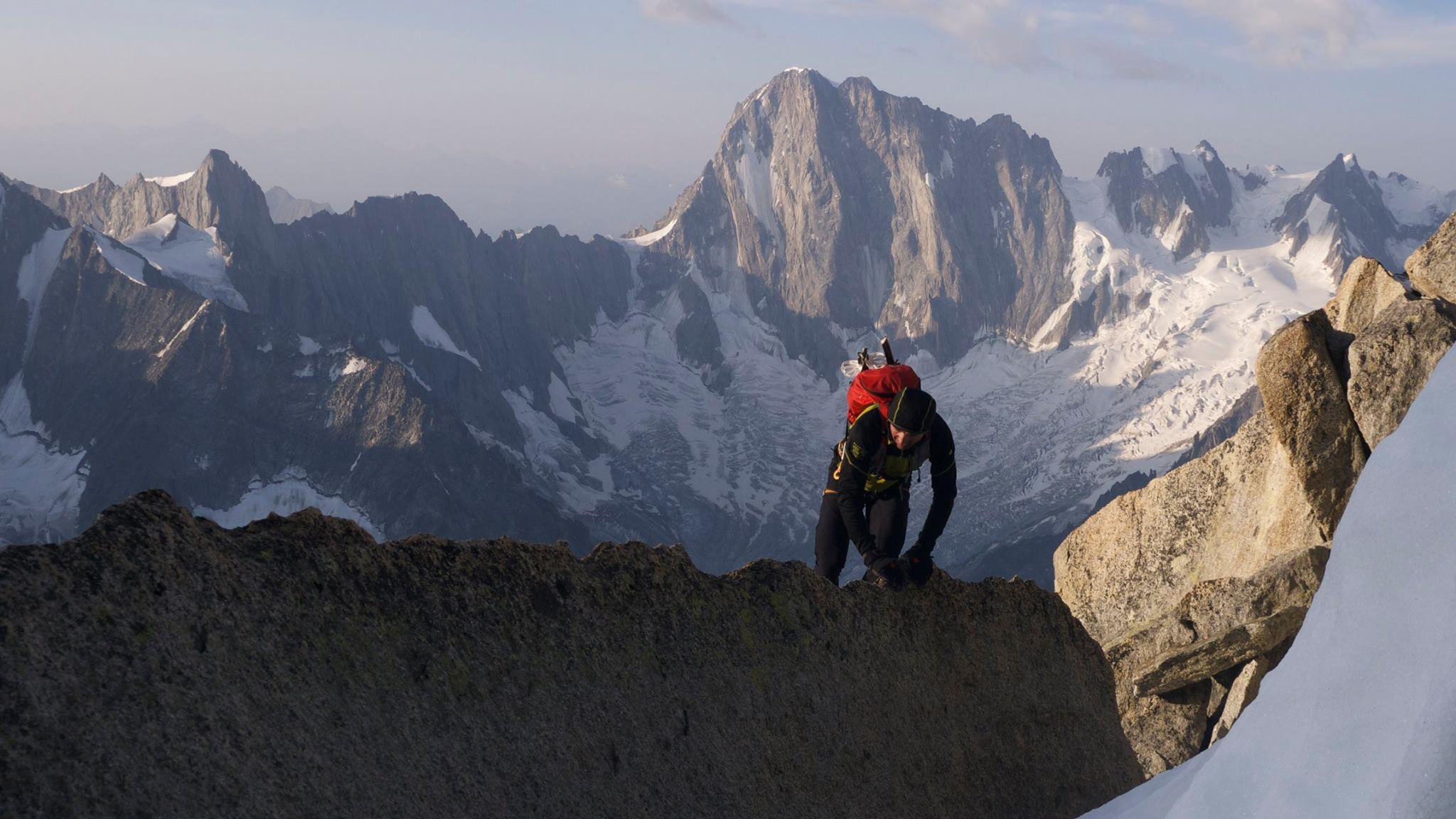 82-summits-grand-jorasses-v-pozadi
