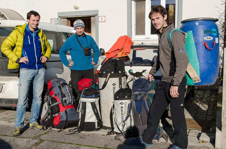 9 ruksakov materiálu na expedíciu do Cochamo v Chile