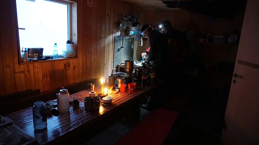 Možnosti na MAria shelter bez elektriny/ Elbrus