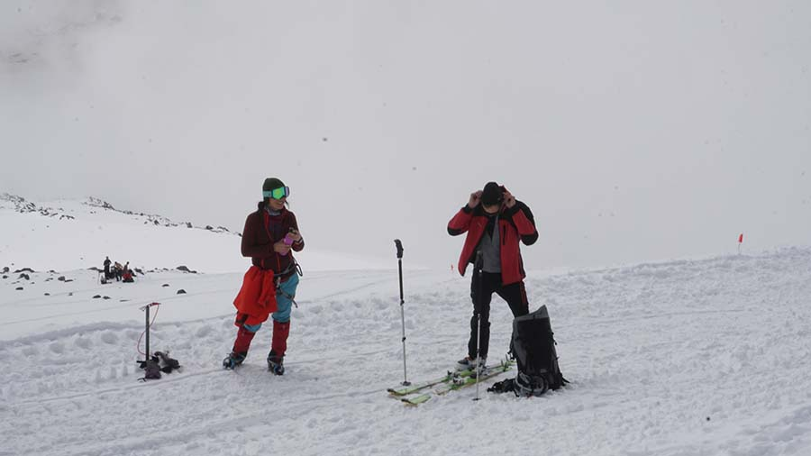 Pod Elbrusom na KAukaze sa aklimatizujeme na skialpoch