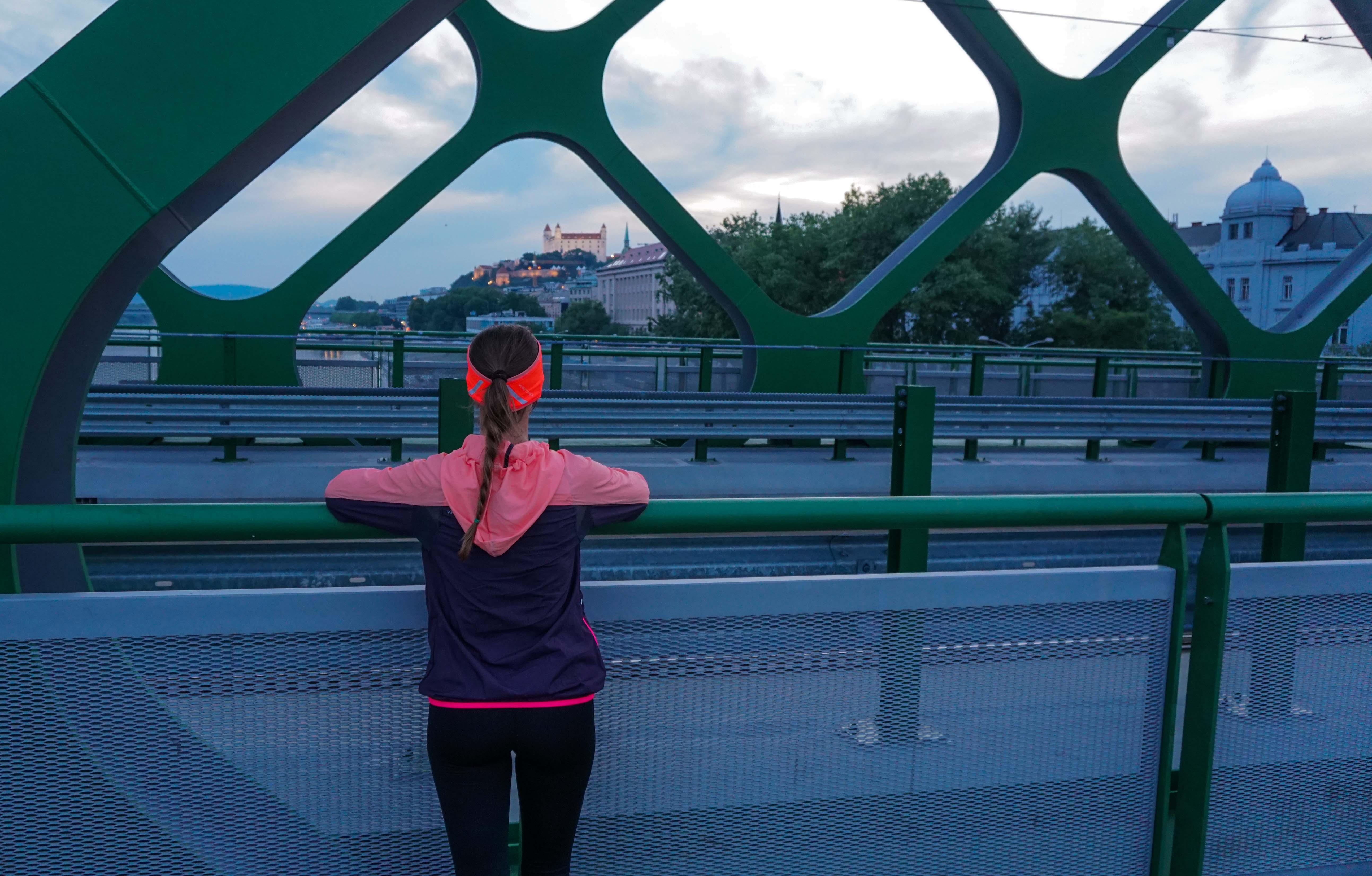 Krásne výhľady na Bratislavu pri behu po Starom Moste
