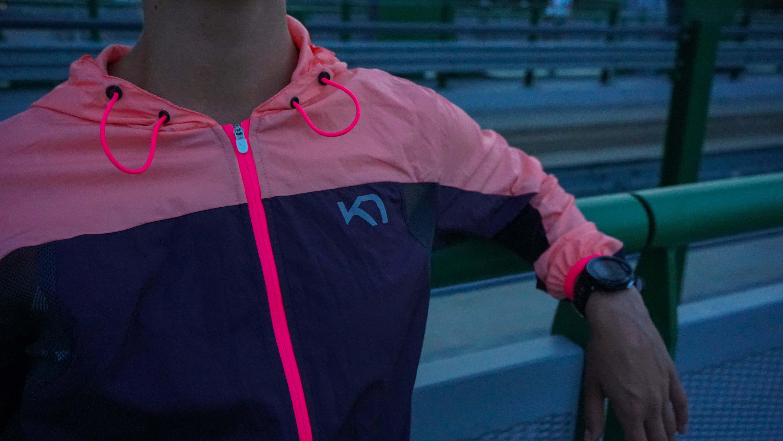 Syntetický a rýchloschnúci materiál letného bežeckého oblečenia -windstoperová bunda
