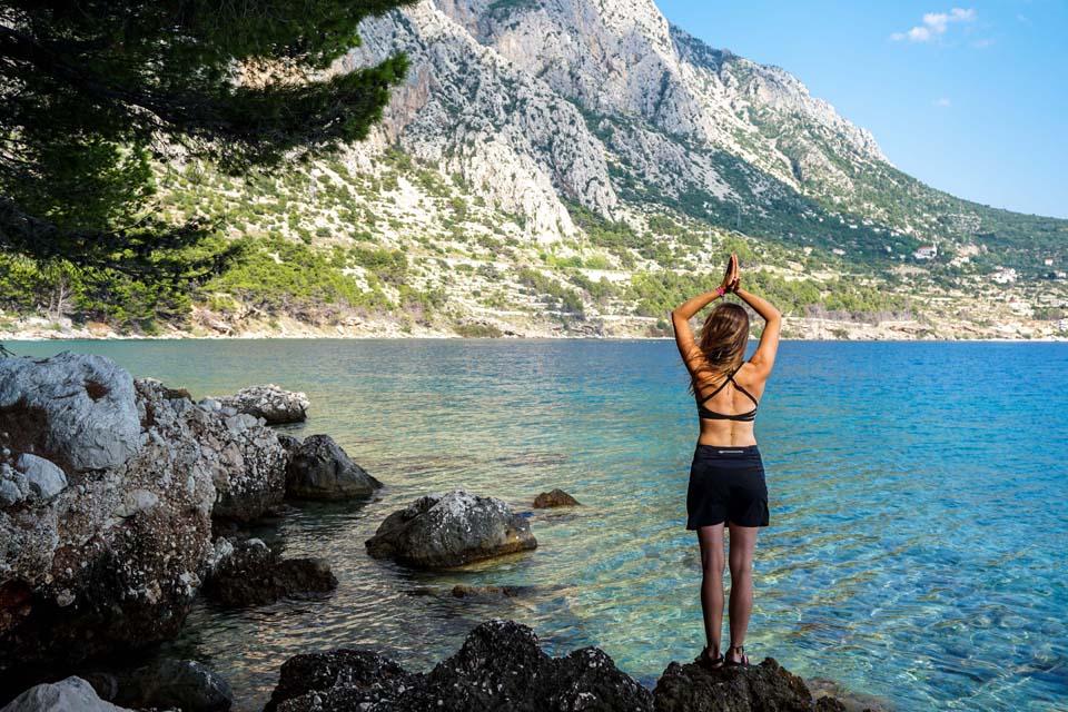 Yoginess: Pohodlný športový top Yoginess s krásne navrhnutým chrbtom