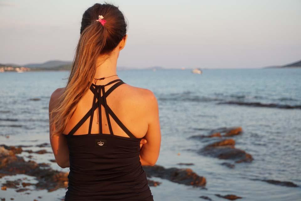 Yoginess: Pohodlné tielko Yoginess s krásne navrhnutým chrbtom