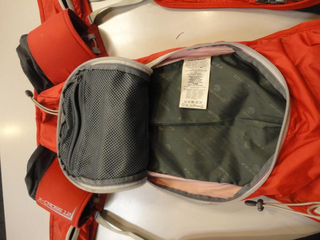 Batoh Ferrino X-Cross 12: Vnútorné vrecko na doklady a kľúče.