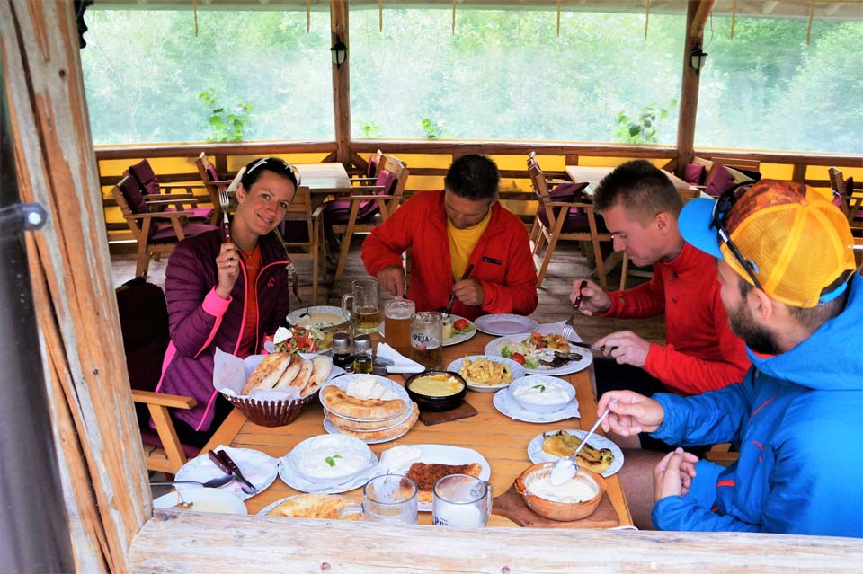 Perfektné lokálne jedlo Najvyšší vrch Kosova - Djeravica 2656 m.