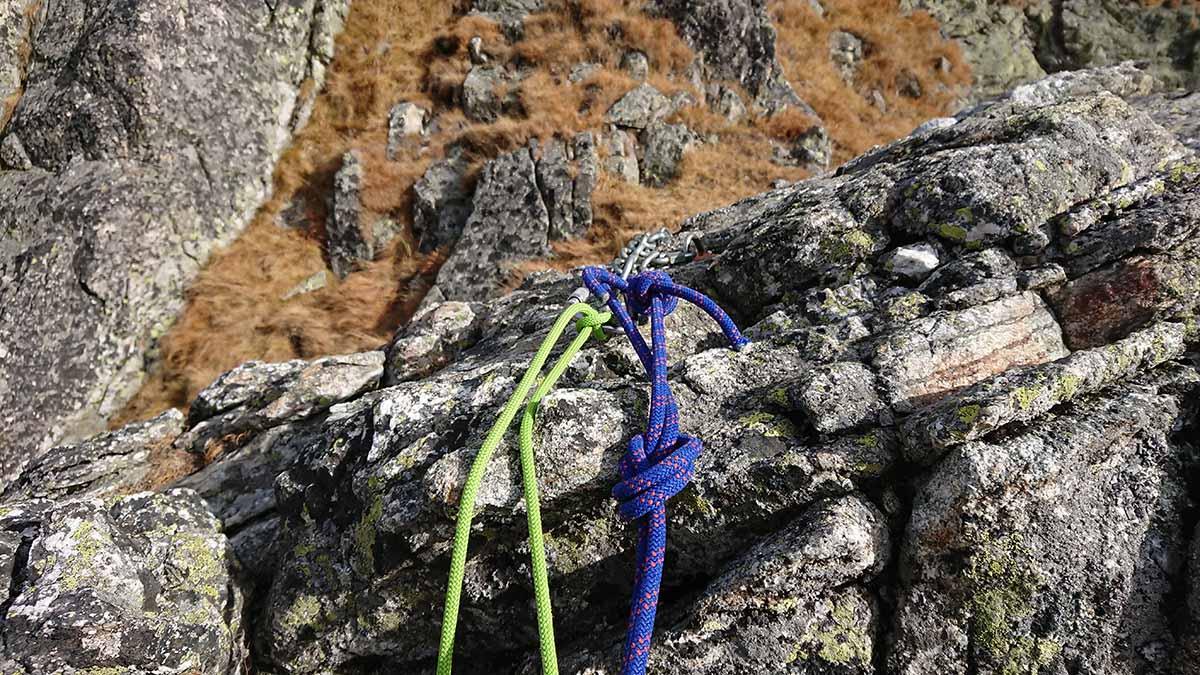 Jubilejná horolezecká cesta, Velický Zub. štvrtý štand