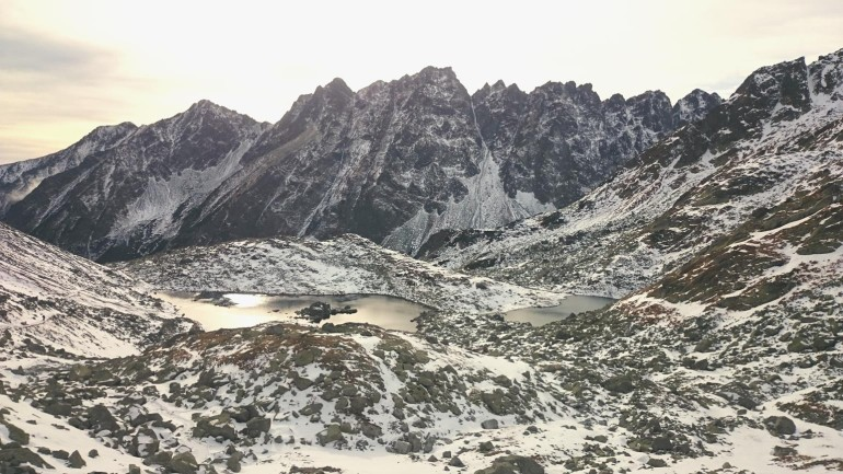 Popradským hrebeňom - Dolinka Žabích plies smerom z Chaty pod Rysmi