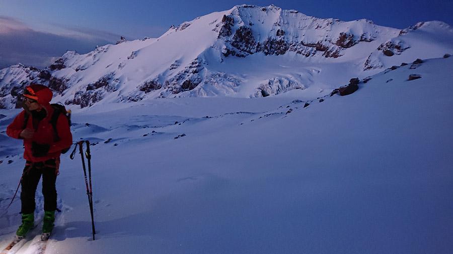Pod vrcholom Kazbeg sú krásne scenérie