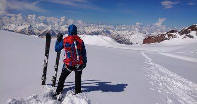 Ferrino Lynx 30 skialpový batoh pod vrcholom Kazbeg
