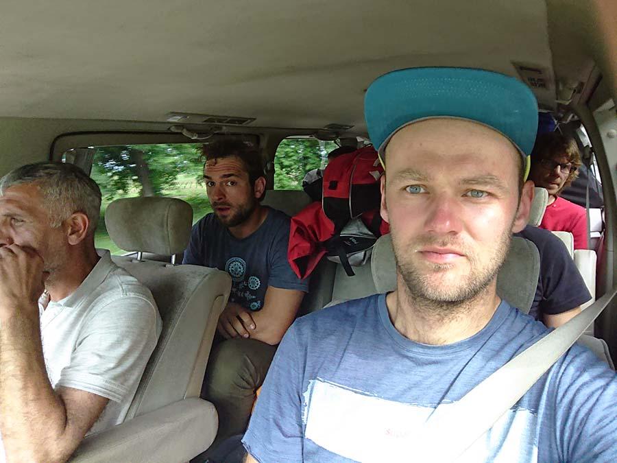 V tomto aute to bude ešte na pár hodín, smer Azau pod Elbrus/ kaukaz